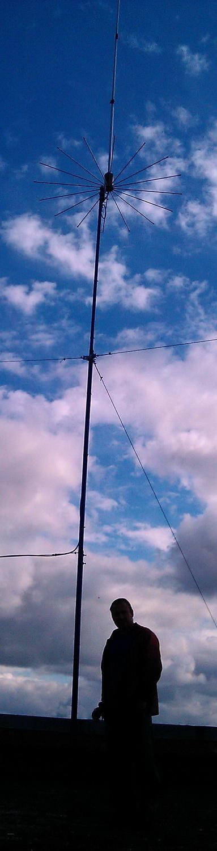 ,базовая антенна sirio 2016 на крыше здания